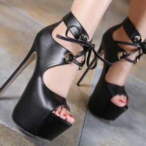 Sandali neri con lacci