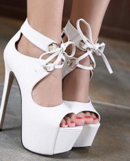 Sandali bianchi con lacci